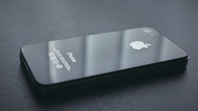 Водителя осудили за выброшенный в окно iPhone пассажирки