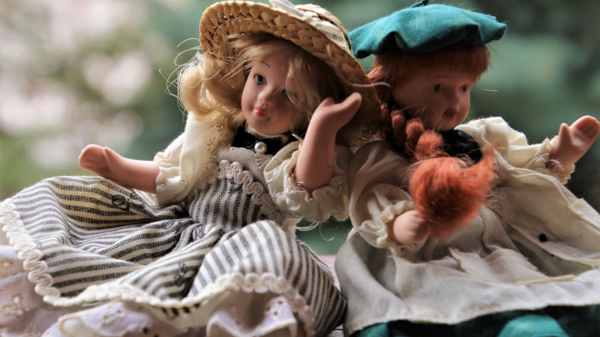 Отец с темным прошлым похитил для дочери коллекционную куклу в Пулково