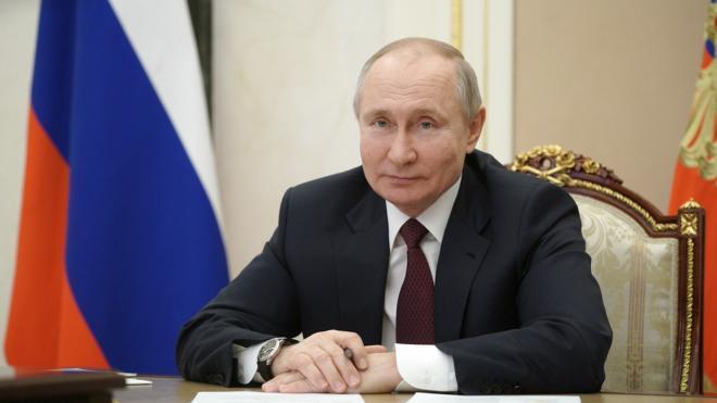 Путин поручил увеличить количество квартир для детей-сирот