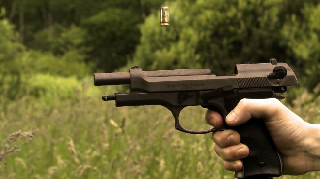 В Москве полицейский выстрелил в ногу напавшего на него мужчины