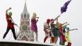 Феминистки Pussy Riot выступили у Кремля со скандальной ...