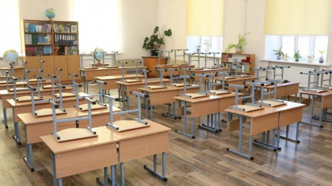 В Смольном призвали не вестись на фейк о переходе на дистанционное обучение