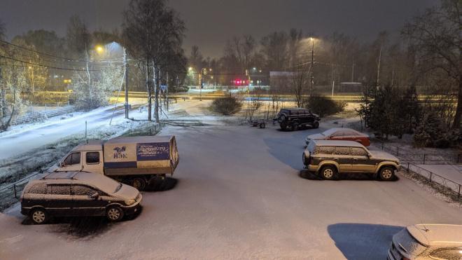 На улицы Петербурга во вторник вышла снегоуборочная техника