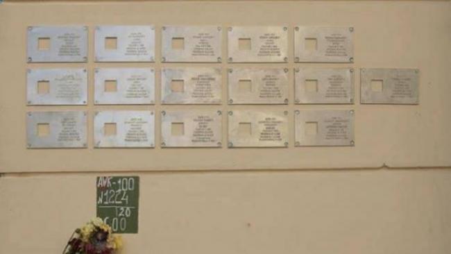 Смольный намерен разобраться в ситуации со снятыми на Рубинштейна памятными табличками жертв репрессий