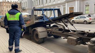 Из зоны платной парковки в центре Петербурга массово эвакуировали автомобили
