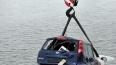Автомобиль, протаранив набережную, рухнул в Москву-реку