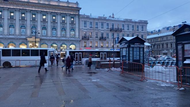 В центре Петербурга снова появились ограждения и автозаки