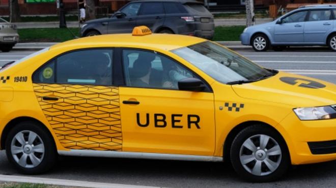 Неадекватный таксист ранил ножом клиента