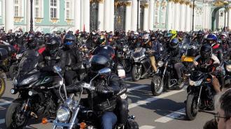 Байкеры в Петербурге устроили мотопробег в честь Всемирного дня туризма