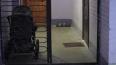 В Волхове в жилом доме обрушился козырек подъезда