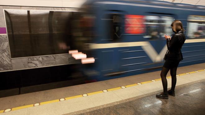 Петербуржцы рассказали, какие пассажиры метро раздражают больше всего