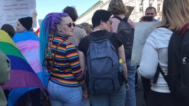 В Петербурге в первомайской колонне прошли ЛГБТ-активисты