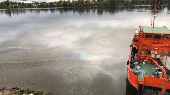 Нефтепродукты в Славянку попадали через сток, состоящий на балансе Водоканала