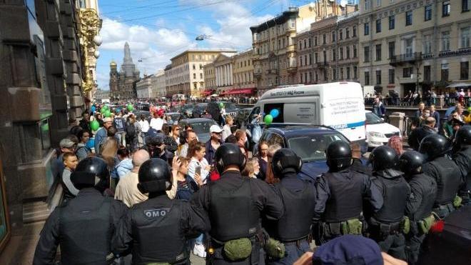 Петербургский омбудсмен попросил полицию оценить свои действия на акциях в поддержку хабаровчан