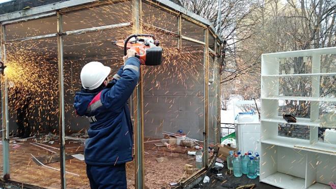 В центре Петербурга обнаружили 28 нелегальных торговых точек