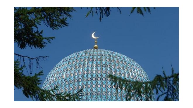 Купол мечети в Петербурге вандалы осквернили пивной бутылкой