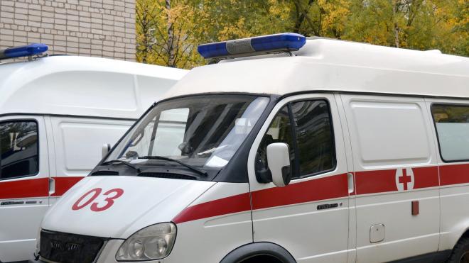 Машина скорой помощи врезалась в дом, водитель погиб