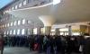 """Из-за закрытых дверей у """"Московских ворот"""" образовалась толпа"""