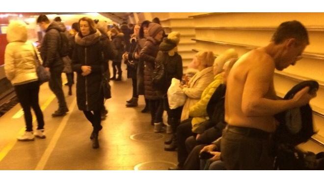 """Полуголый мужчина разгуливал по станции """"Невский проспект"""""""