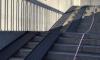 Лестничными спусками Кантемировского моста теперь могут воспользоваться пешеходы с колясками и инвалиды