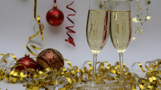 Ленинградский депутат предложил разрешить продажу шампанского в ночь на Новый год