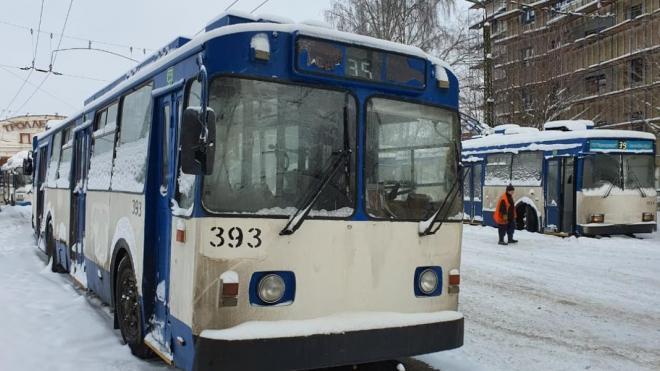 В Петрозаводск из Петербурга доставили 17 троллейбусов