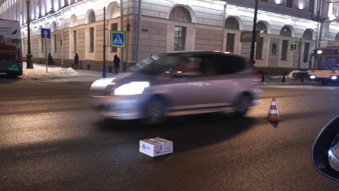 Коробка с тортом затормозила движение на Невском проспекте