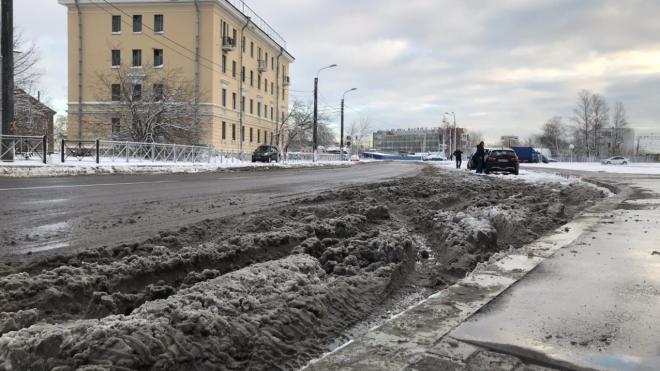 За прошедшую неделю с улиц Петербурга убрали 1,7 тыс. тонн грязи