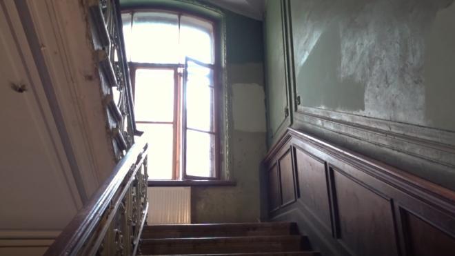 В подъезде на Полюстровском проспекте нашли мертвых юношу и девушку