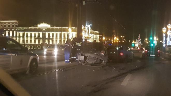 Фото: на Троицком мосту в Петербурге произошло серьезное ДТП