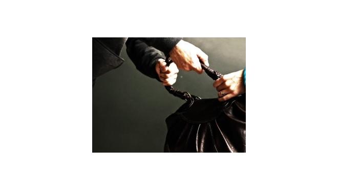 Полицейские Петербурга задержали подростков, грабивших пенсионерок