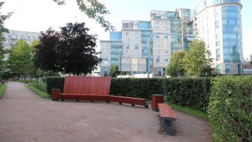Работники отремонтировали сквер на Кирочной улице