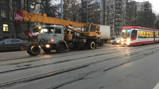 На 2-м Муринском, во время движения, у Кранаотвалились колёса