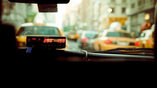 Смольный и ЗакС не нашли средств на социальное такси для блокадников