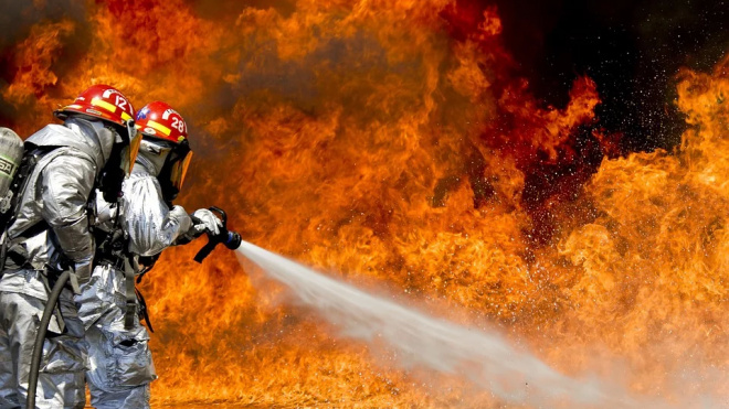 Во Фрунзенском районе утром 10 пожарных тушили офис