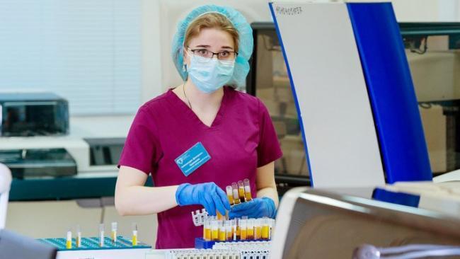 В России за сутки коронавирусом заболело 28 тысяч 214 человек