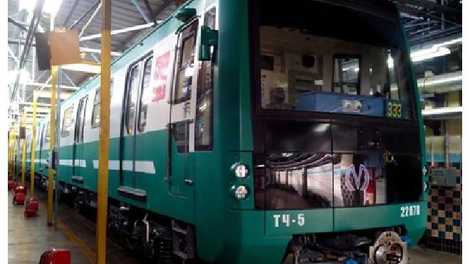 В Петербургском метро на зеленой ветке произошла давка из пассажиров из-за поломанного состава