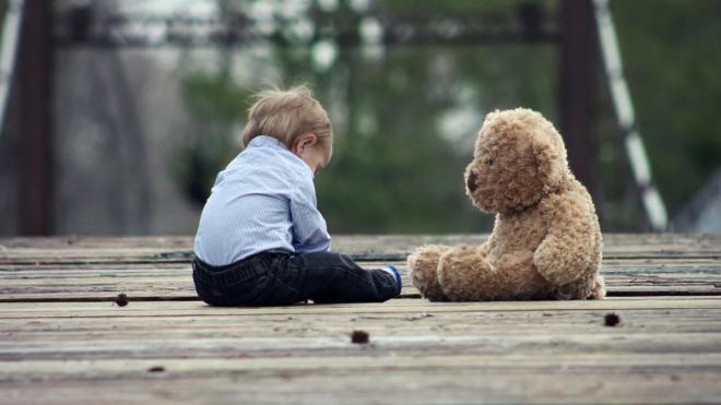 Сотрудники Росгвардии вернули многодетной петербурженке потерявшегося 2-летнего сына