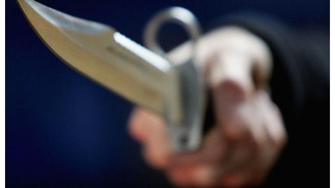 Нетрезвый мужчина грозил зарезать хозяйку компьютерного клуба в Колпино