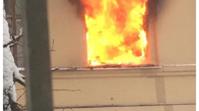 На Сызранской горела жилая квартира: спасатели вытащили из пожара кота