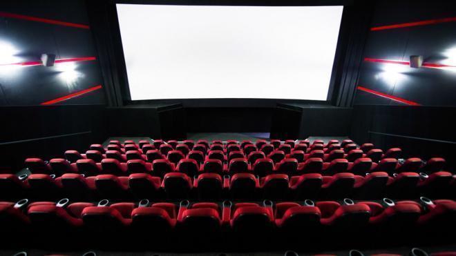 Заполняемость кинотеатров, театров и концертных площадок урежут до 25% в Петербурге