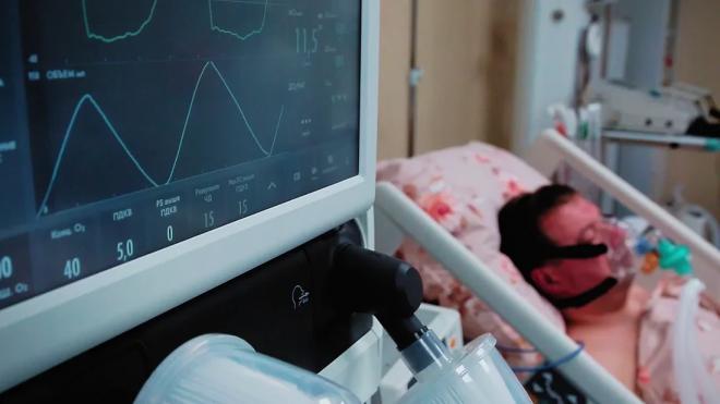 В Петербурге продолжает снижаться число заболевших COVID-19