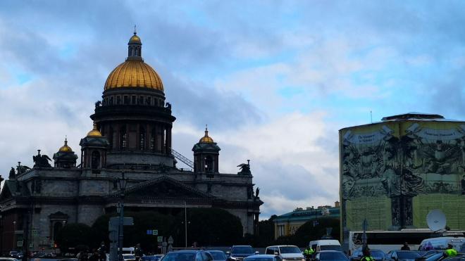 Центр Петербурга встал в 6-балльные пробки