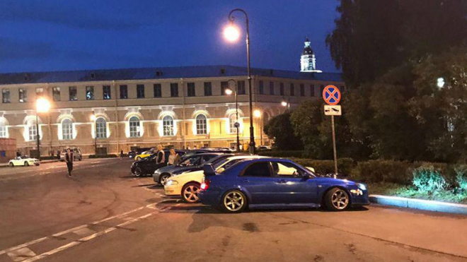 Ночью полиция смогла окружить стритрейсеров на Биржевой площади