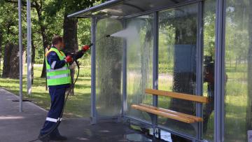 В Петербурге более трех тысяч остановок помоют с шампунем