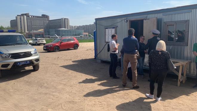 На улице Вадима Шефнера активисты призвали полицию в борьбе за незаконно занятую землю ЗСД