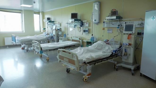 За последние сутки в Петербурге госпитализировали 404 человека с подозрением на COVID-19