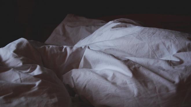 В гостинице на проспекте Большевиков нашли тело психолога со странной запиской