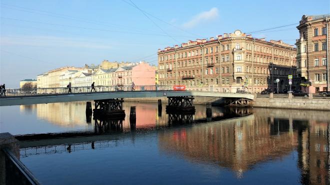 На Горсткином мосту повесили плакат в честь дня рождения Ленина