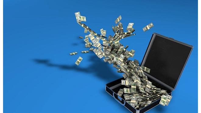 """В России увеличилось количество работников, предпочитающих официальную зарплату деньгам """"в конверте"""""""